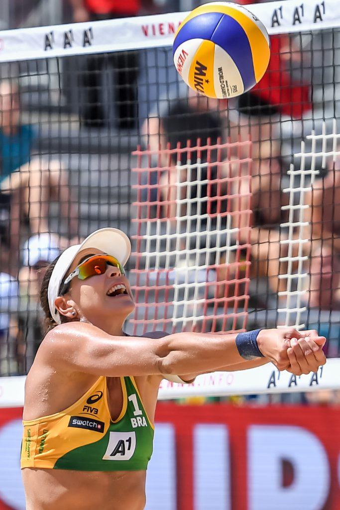 Una estrella de voleibol se convierte en la sorpresiva voz del Brasil antiBolsonaro