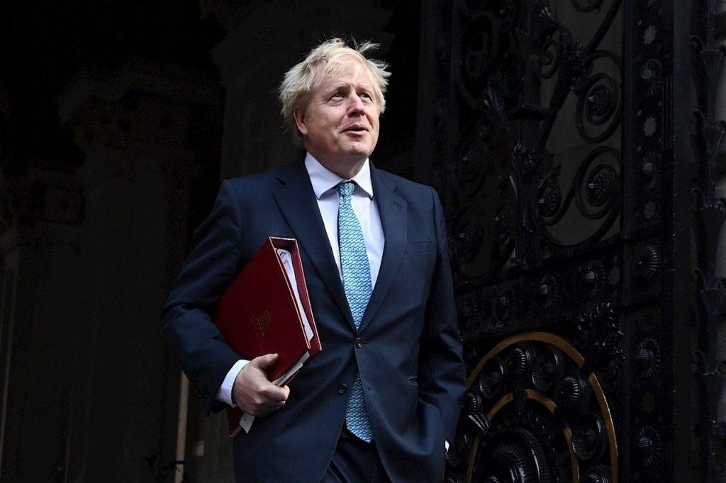 Reino Unido enfrenta presiones para llamar a confinamiento por una nueva cepa de Covid