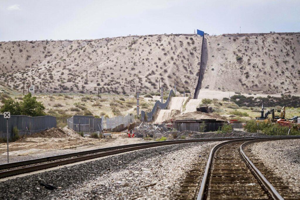 El cierre de la frontera México-EU se extiende un mes más