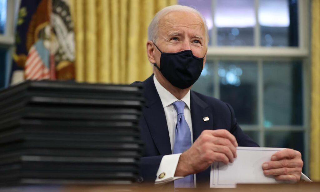 Joe Biden ordena detener la construcción del muro fronterizo, entre otras decisiones