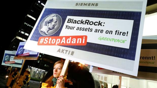 BlackRock amenaza con vender sus acciones en las firmas que más contaminen