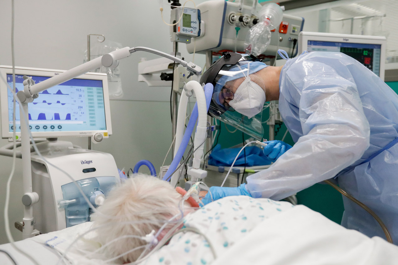 cama intubado paciente coronavirus hospitalización, hospital, urgencias intubacion, entubado