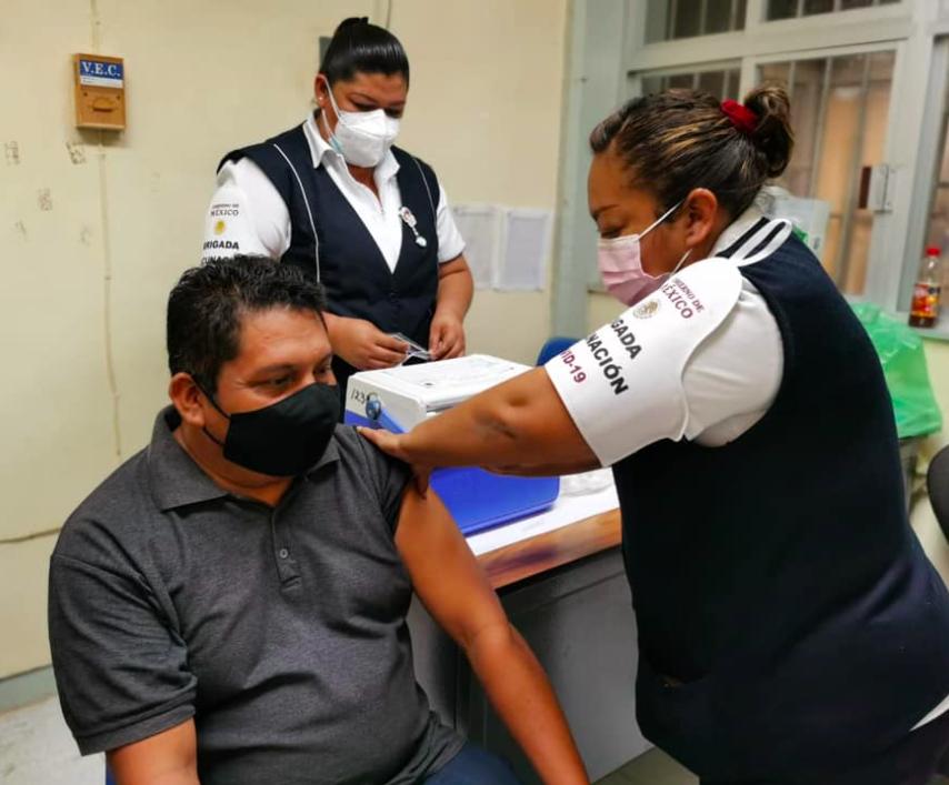 Vacunación de maestros en Campeche
