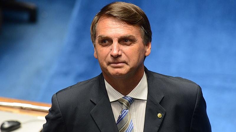 Acusan a Bolsonaro de 'negligencia homicida' por su estrategia de vacunación