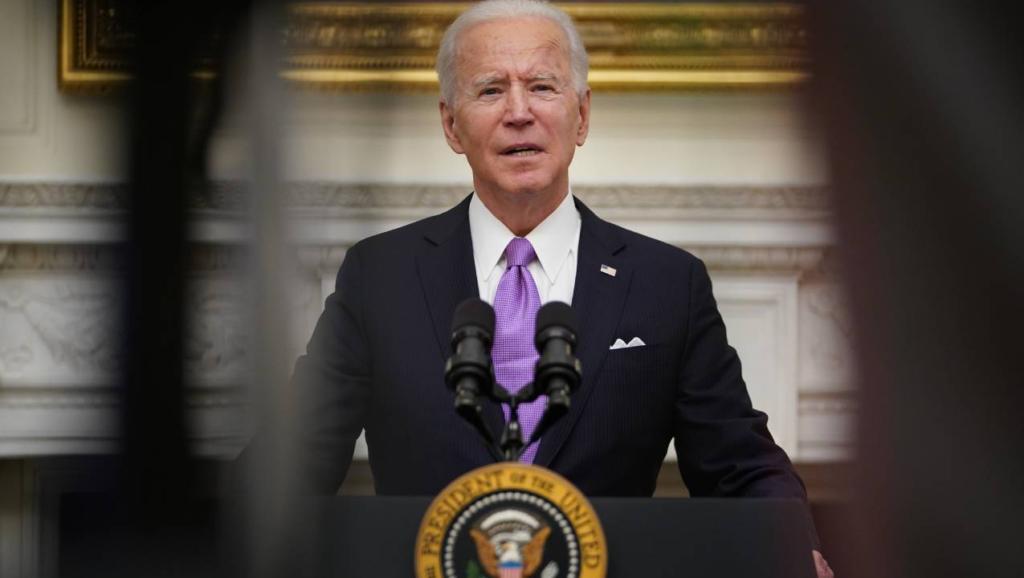Biden va contra medidas antimigrantes, pero la influencia de Trump permanece