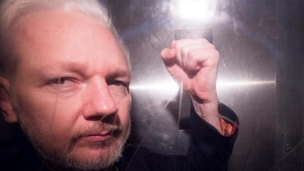 La pareja de Julian Assange: la extradición sería una 'burla inimaginable'
