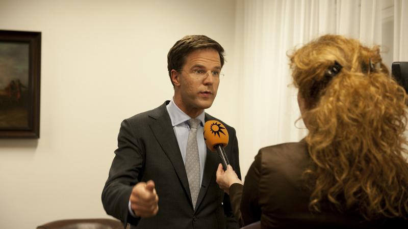 Renuncia gobierno de Países Bajos por escándalo en ayuda a menores
