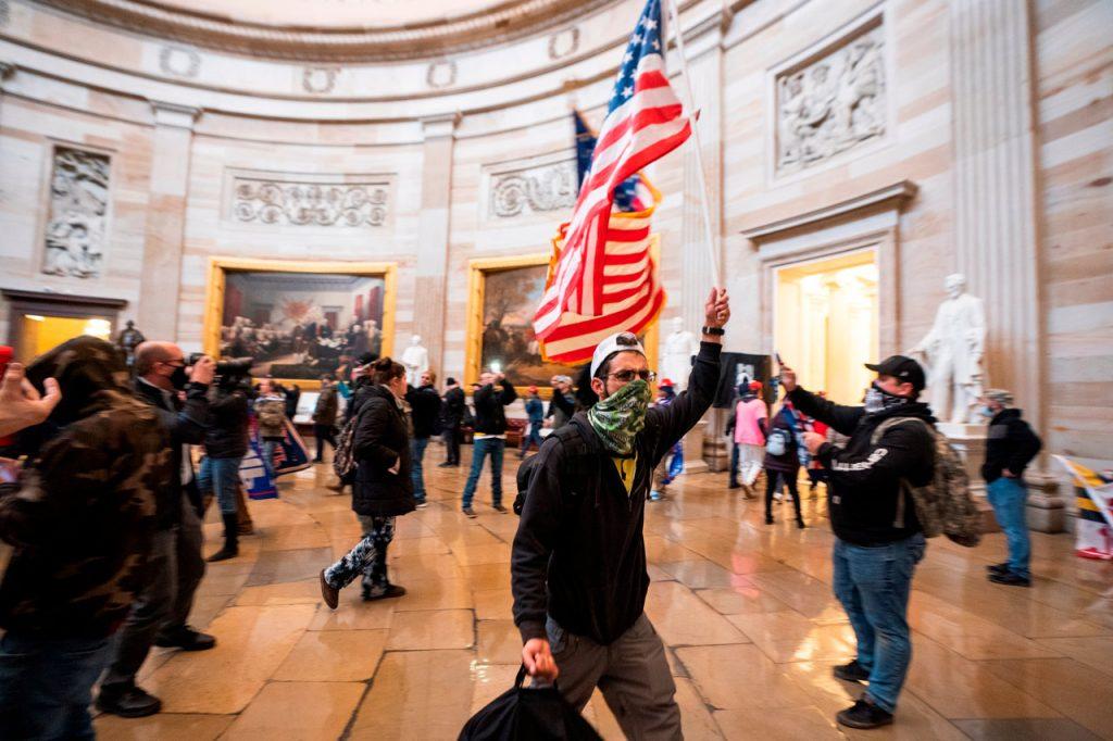 La disculpa de GitHub por despedir a empleado que advirtió sobre 'nazis' en el Capitolio