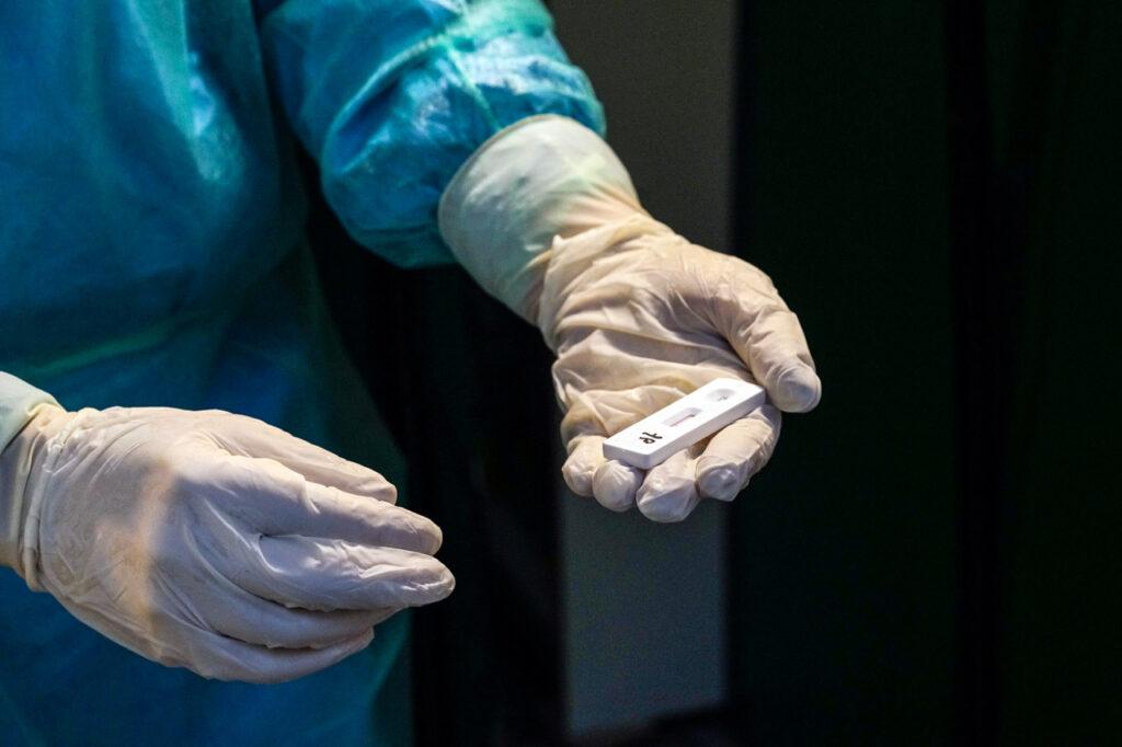 Tokio reporta 5,042 casos de covid, nuevo récord de contagios