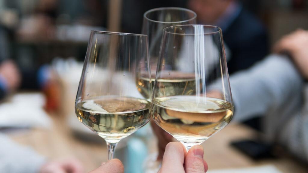 Un trago al día puede afectar el ritmo cardiaco, revela un estudio