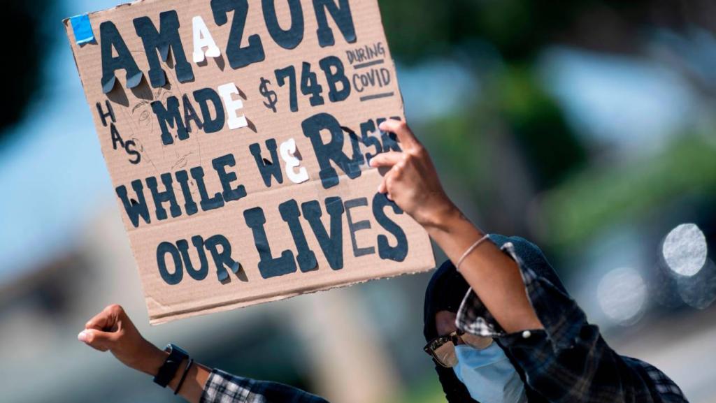 Los 'billionaires' suman millones a sus arcas mientras sus empleados sufren