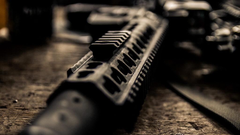 Reino Unido vende armas a casi 80% de países que enfrentan restricciones, dice un reporte