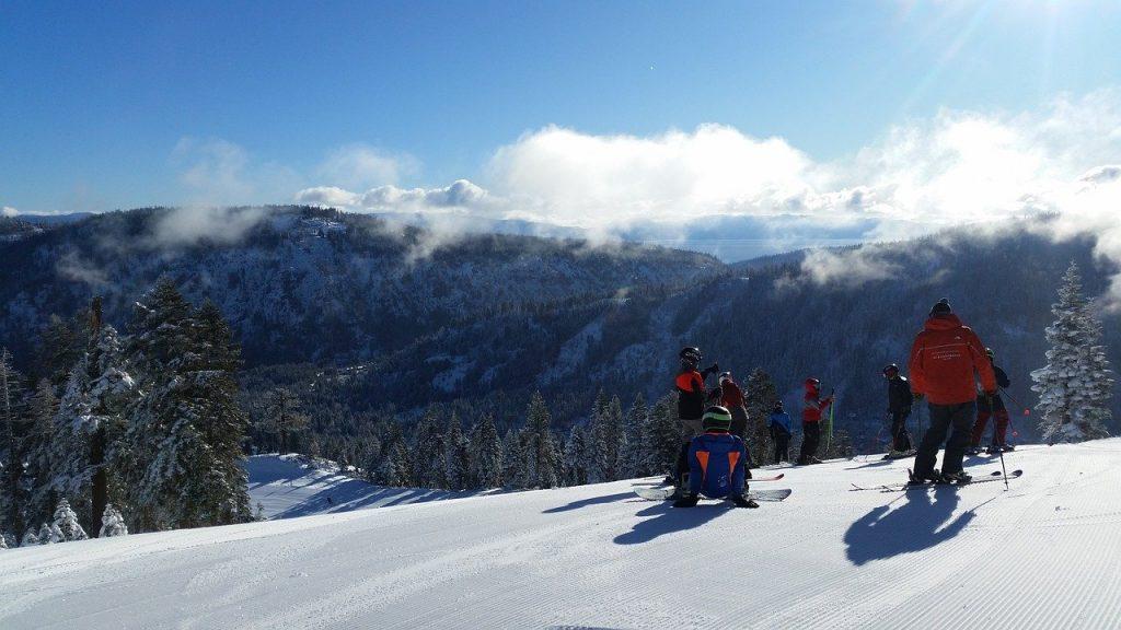 '¿Por qué no se quedan en casa?': Lake Tahoe lucha por alejar a los turistas