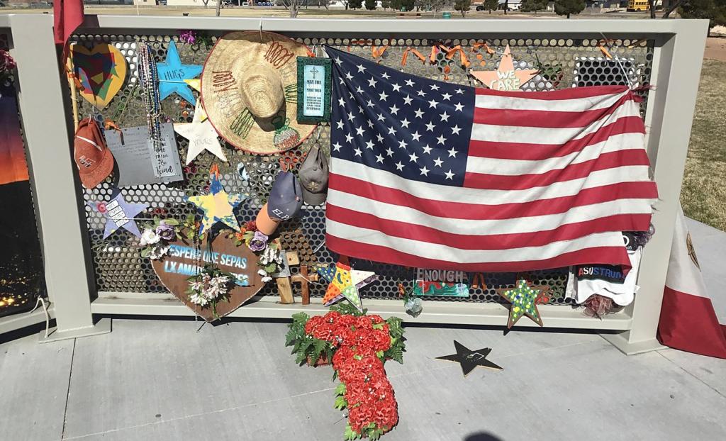 Indigna la deportación a México de mujer que sobrevivió en tiroteo masivo en El Paso