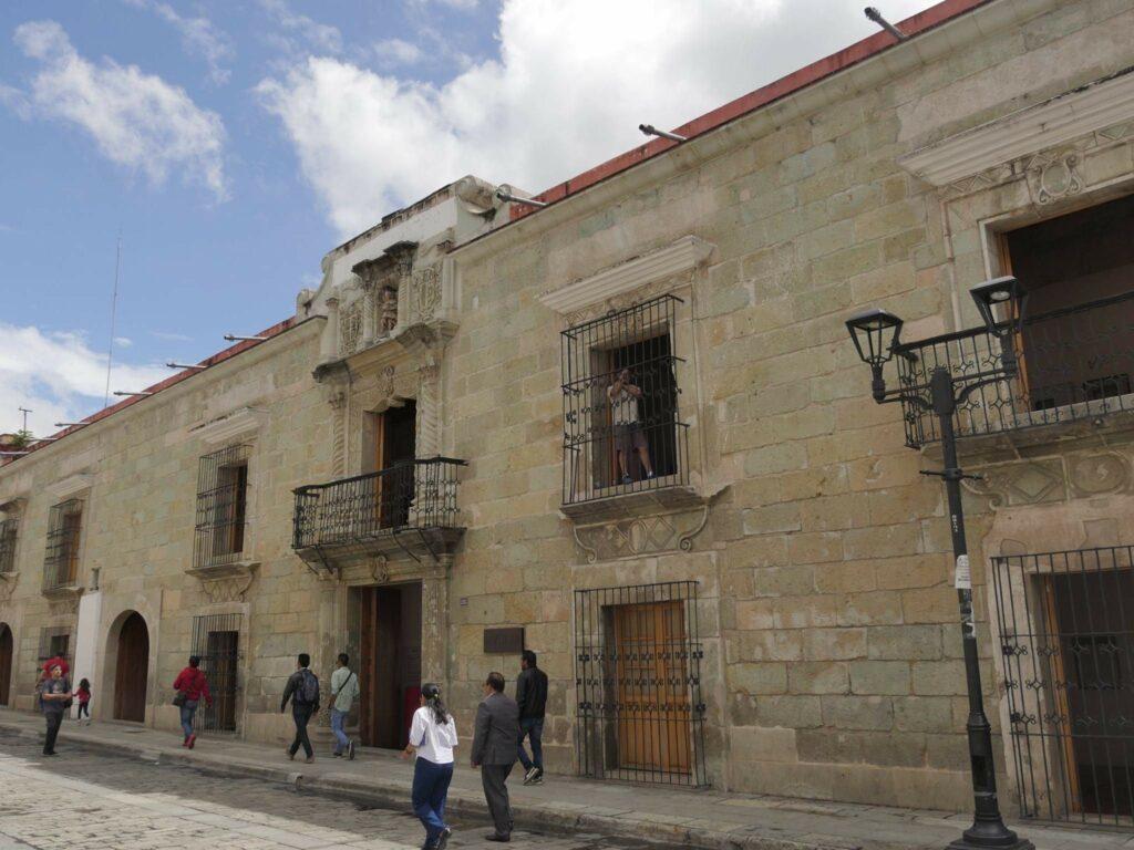 Trabajadores del MACO Oaxaca: casi un año sin salario, y ahora, sin acceso al acervo