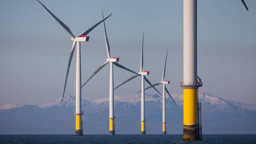 El administrador de la reina obtendrá una enorme renta por subasta de parques eólicos