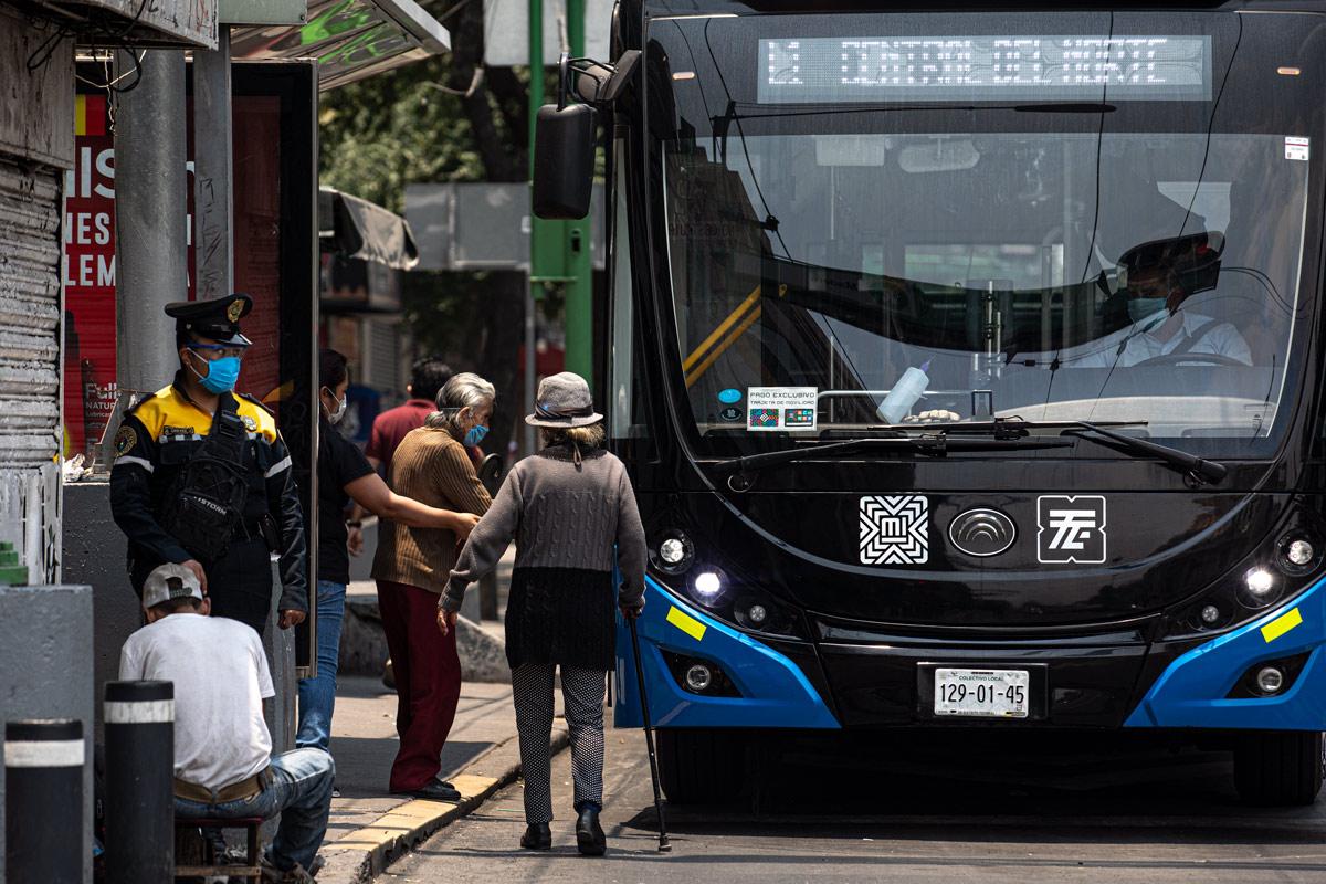 transporte publico CDMX, tercera edad