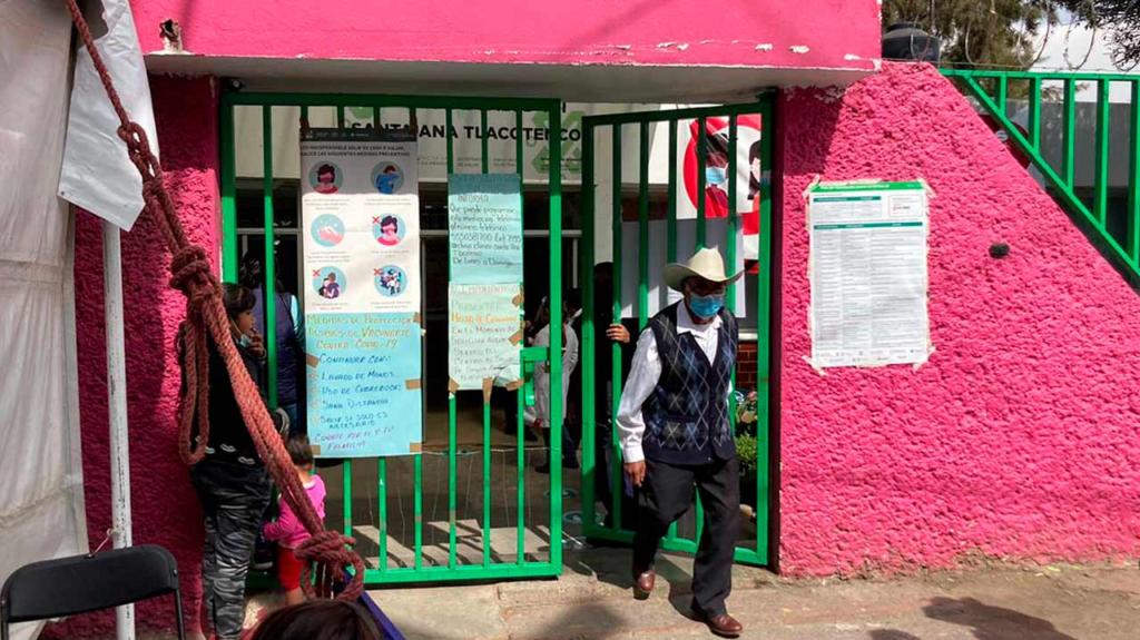 Adultos mayores enfrentan olas de desinformación en vacunación en Milpa Alta