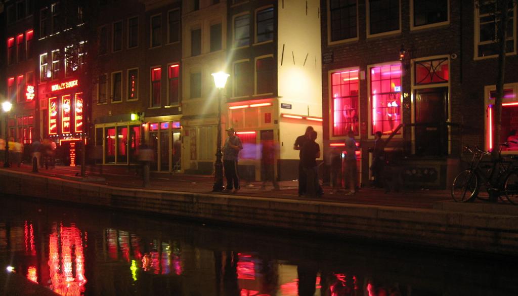 Ámsterdam moverá el lugar de las trabajadoras sexuales en un 'nuevo inicio' del turismo