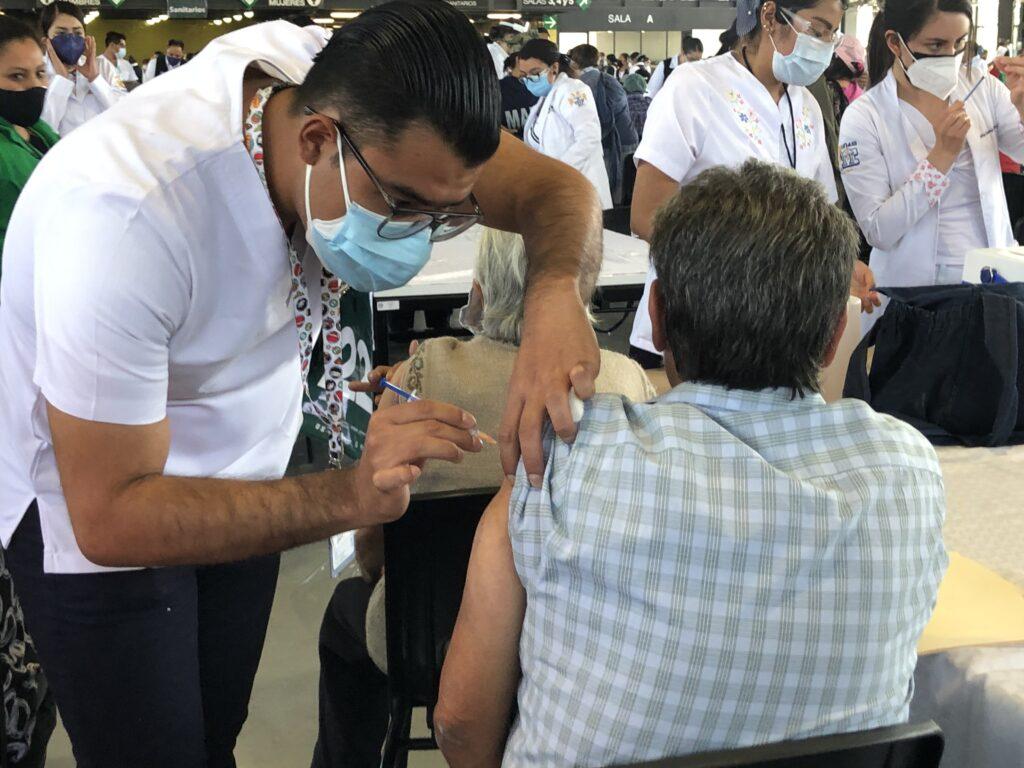 Iztacalco, Iztapalapa, Tláhuac y Xochimilco inician vacunación de 50 a 59 años el miércoles
