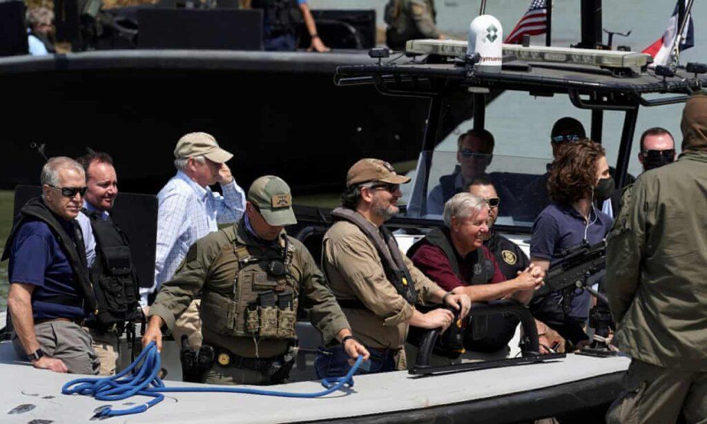 El senador texano Ted Cruz desata las burlas por 'documental' de su visita a la frontera