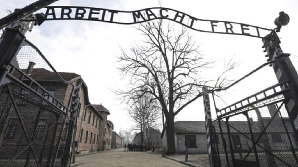 Revelación: Google permitió reseñas enfermizas y antisemitas de Auschwitz