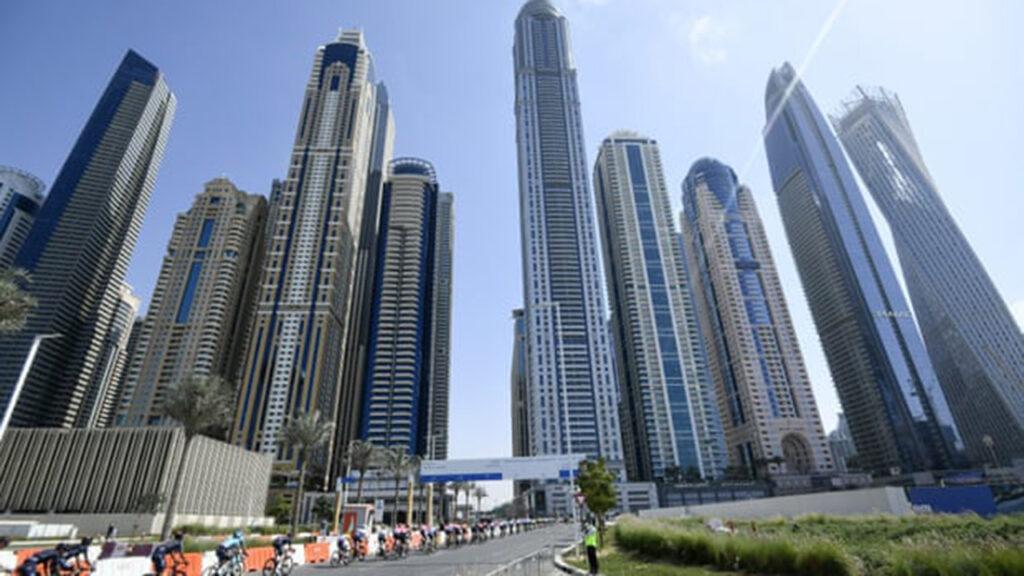 El CEO de un fondo de pensiones canadiense renunció tras viajar a Dubái para vacunarse
