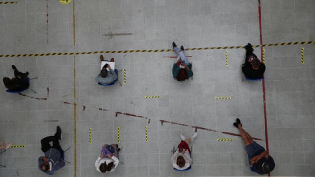 Chile emerge como líder global en vacunas Covid con 'estrategia pragmática'