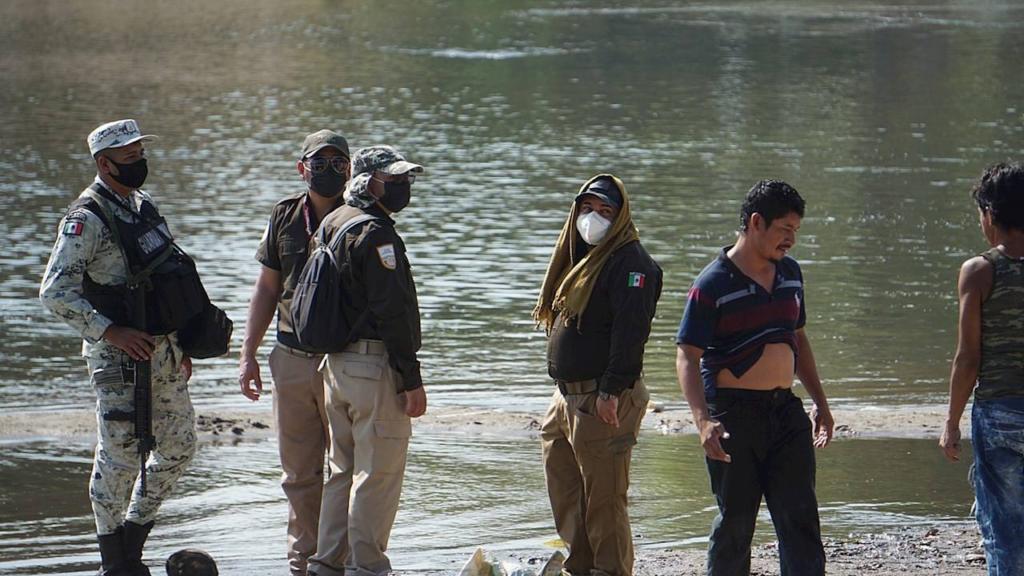 Joe Biden cambió el tono, pero México sigue siendo el muro antimigrantes de EU
