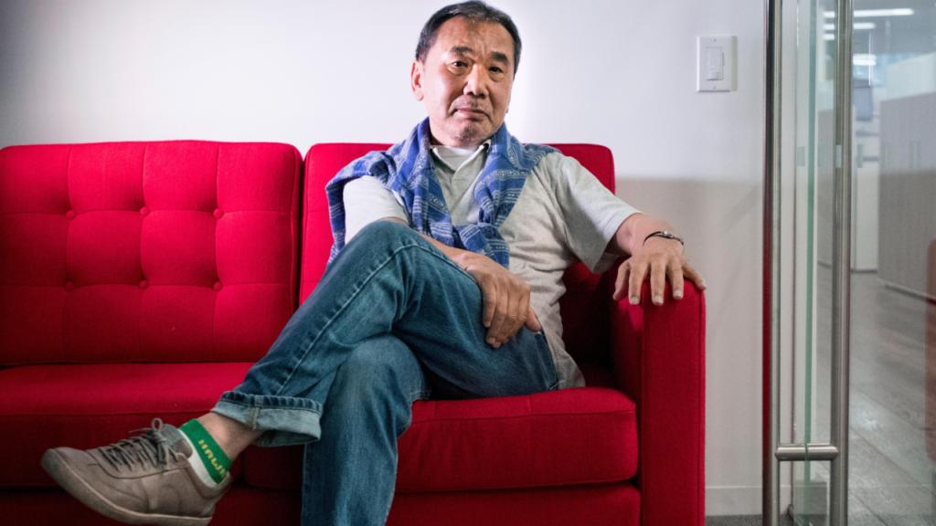 La nueva línea de camisetas de Haruki Murakami lo prueba: él no es un recluso