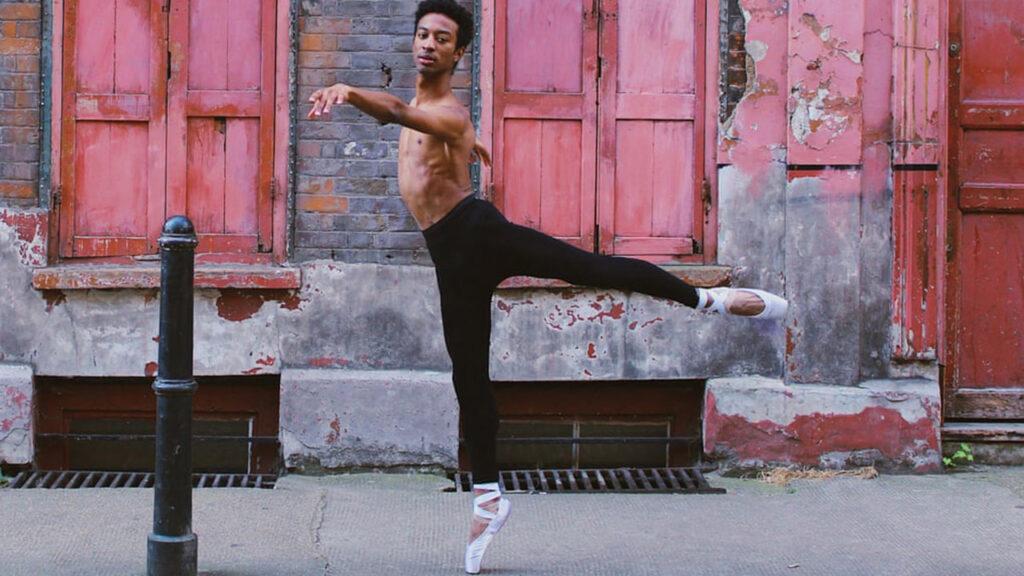 Hombres en puntas: los bailarines de ballet patean los estereotipos de género