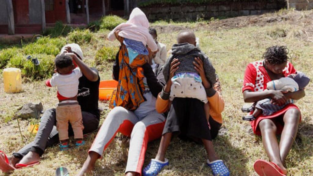 Cuidar a los niños en la pandemia revirtió décadas de progreso para las mujeres: reporte