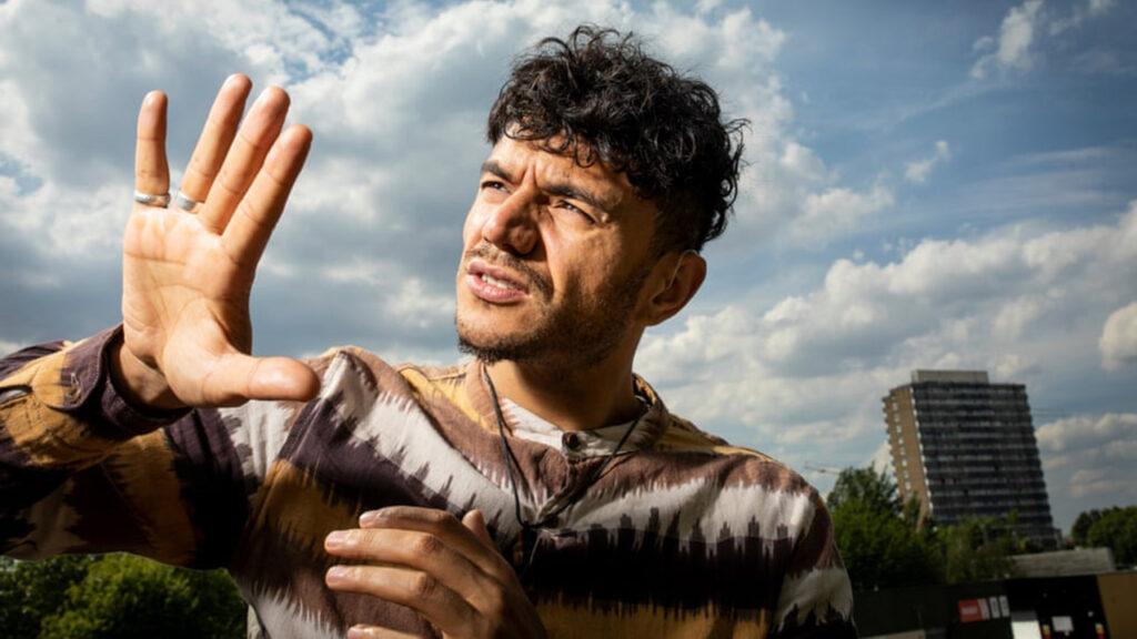 Ray Antrobus: 'la sordera es una experiencia, no un trauma'