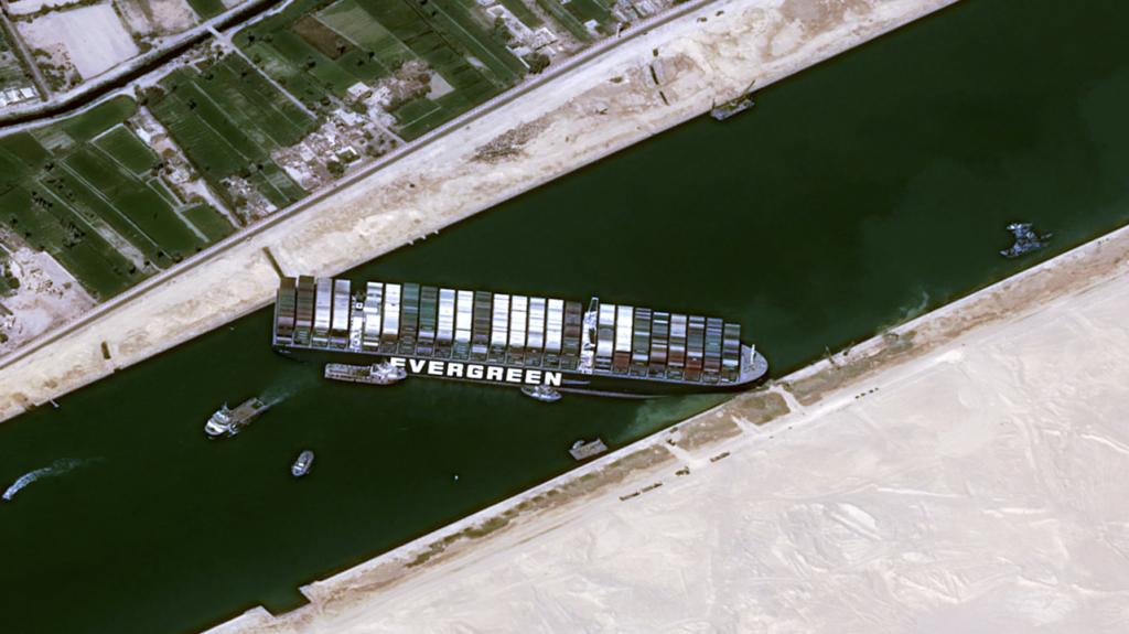 He navegado por el canal de Suez: no me sorprende que el Ever Given se haya atascado