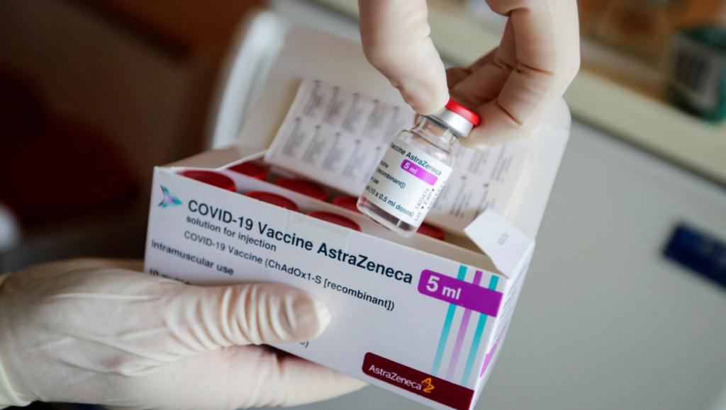 No hay prueba de que la vacuna AstraZeneca cause coágulos. ¿Por qué hay preocupación?