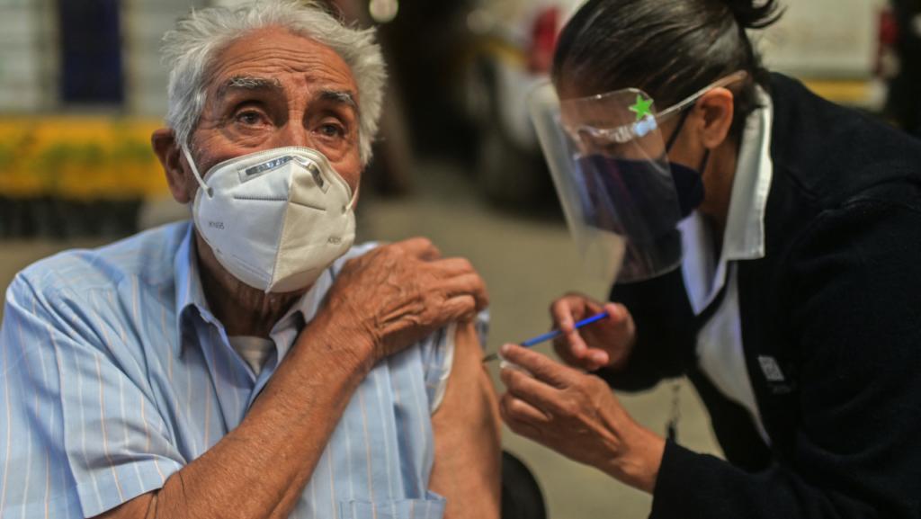Aciertos y errores de la vacunación contra el Covid-19 en América Latina