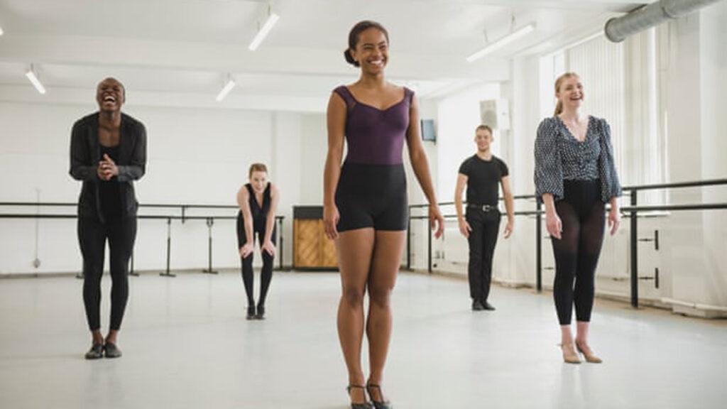 Lloyd Webber: El teatro debe de 'dejar de esconder las manos y pagar por la diversidad en el arte'