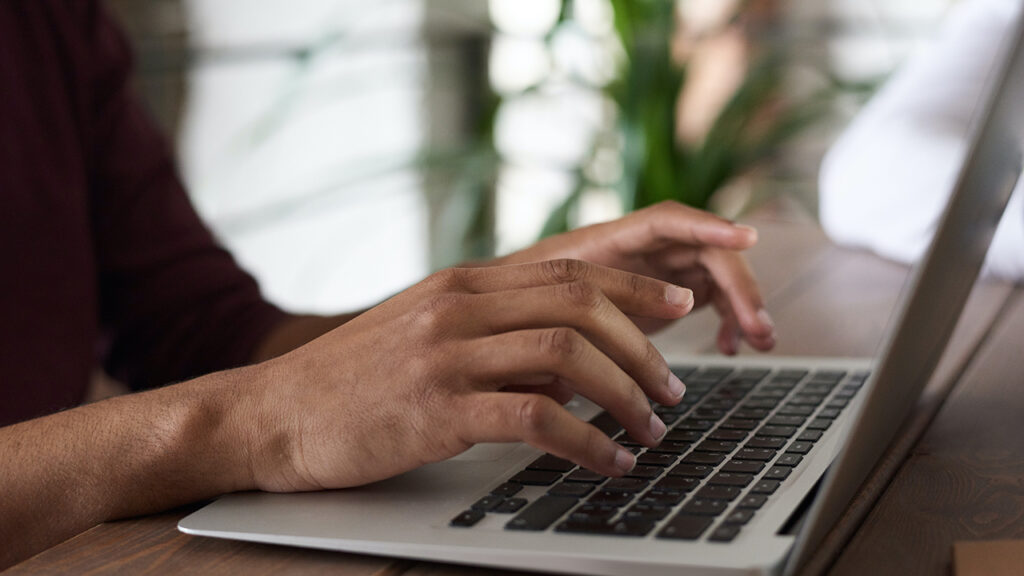Con o sin norma, las empresas deben pagar el internet y la luz en home office