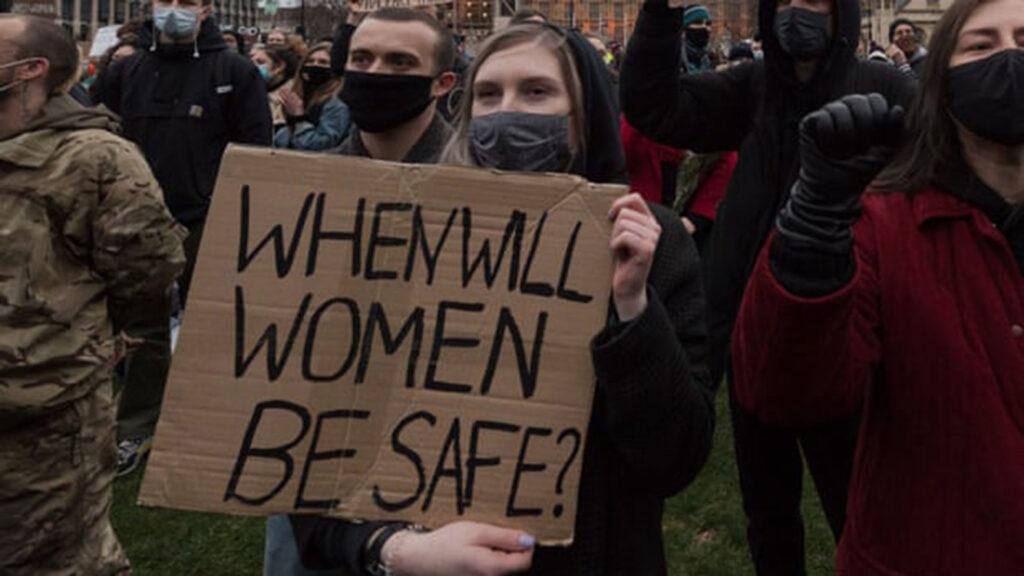 Del porno a crímenes reales: la representación violenta contra la mujer debe terminar