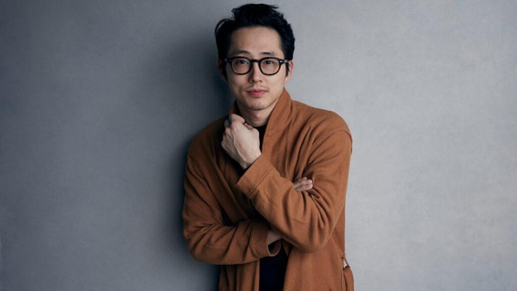 En su vida dual, Steven Yeun pasó años pensando en cómo ser él mismo y florecer