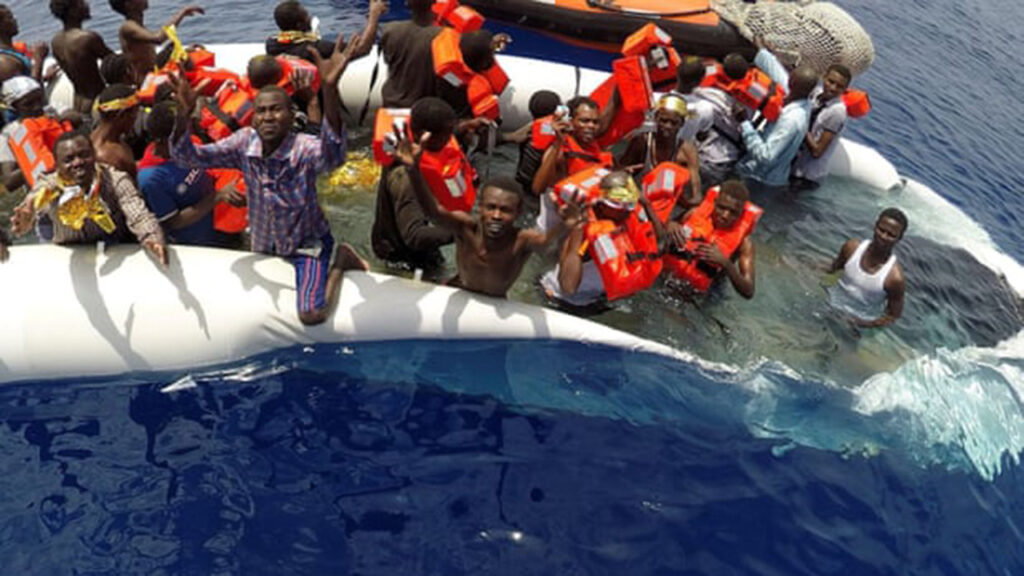 Rescatistas de refugiados son acusados en Italia de complicidad en trata de personas