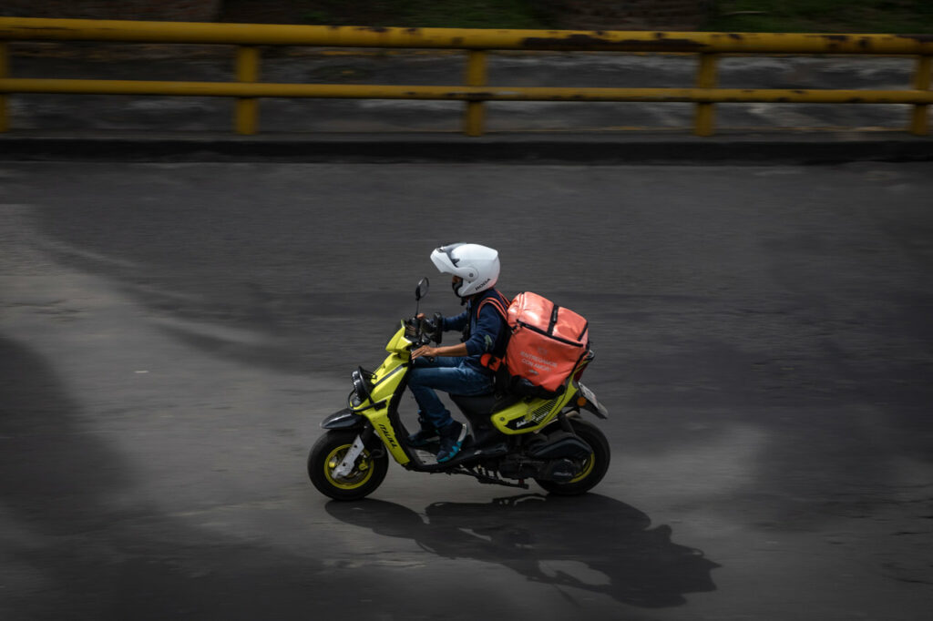 Repartidores en México, un empleo de alto riesgo