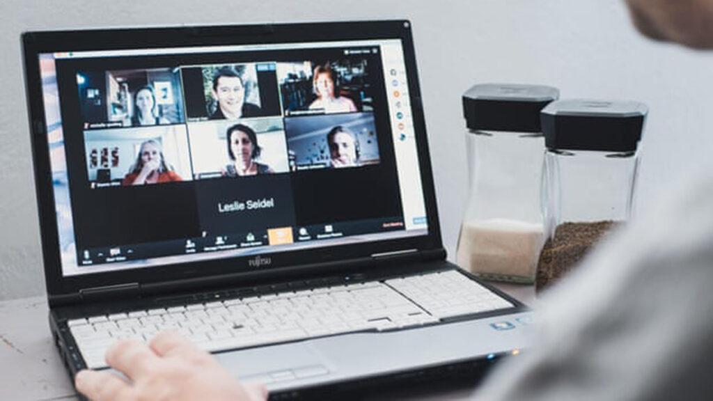 Nuevas estrategias para evitar la fatiga y sobrecarga no verbal por videoconferencias