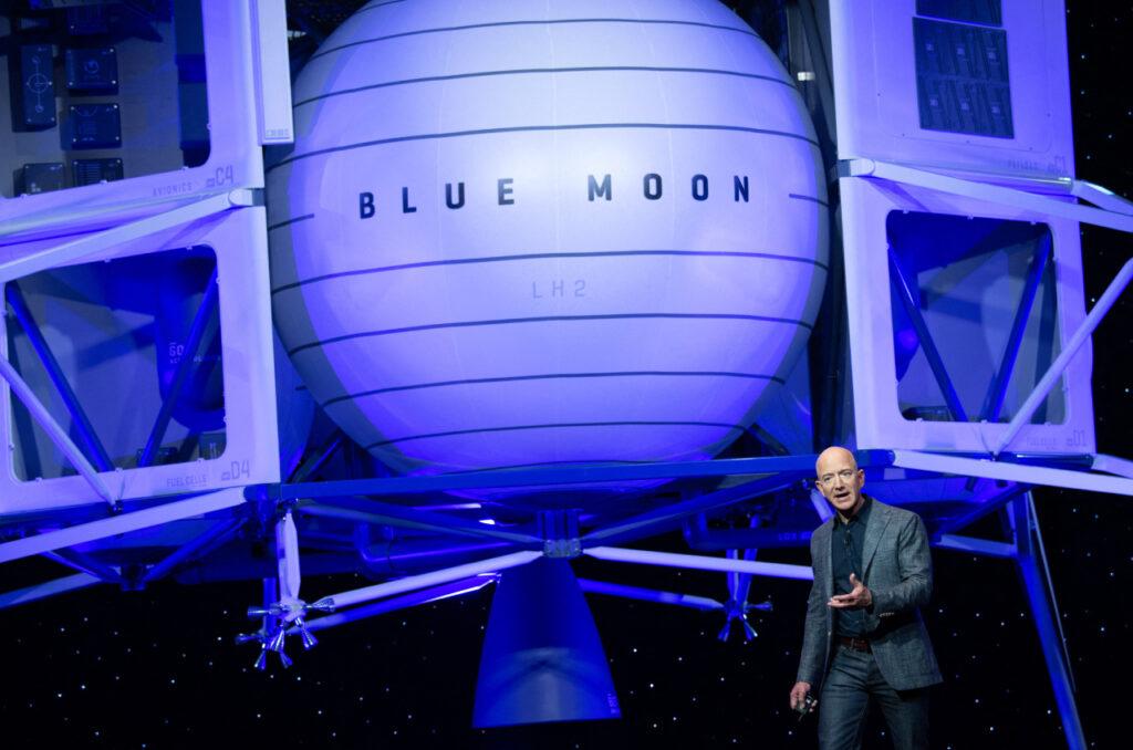 En el espacio, nadie escuchará las demandas de los trabajadores de Bezos y Musk por sus derechos básicos