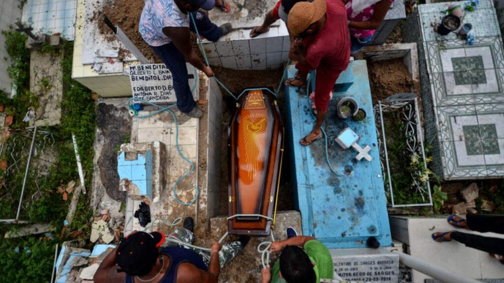 Contagios más rápidos y severos: por qué jóvenes brasileños mueren por Covid