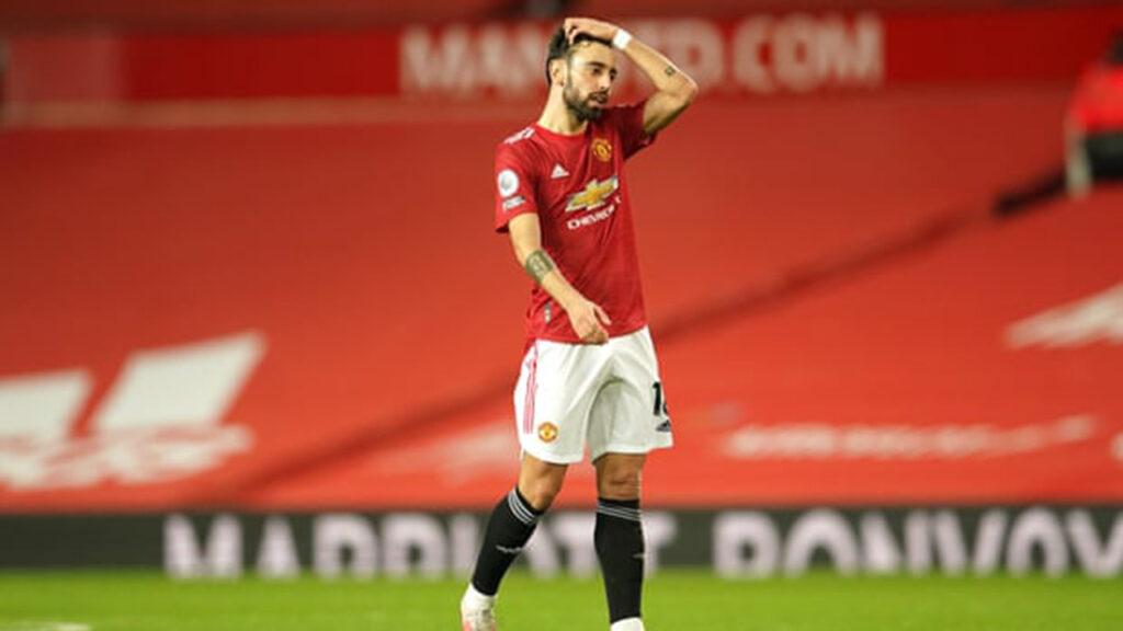 El DT del Manchester United dice que sus jugadores se confunden con el rojo de su estadio