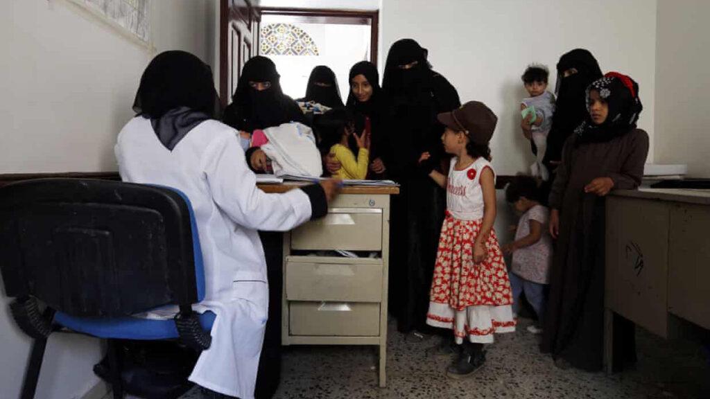 'Devastador para niñas y mujeres': Reino Unido recorta 85% ayuda para planificación familiar de la ONU