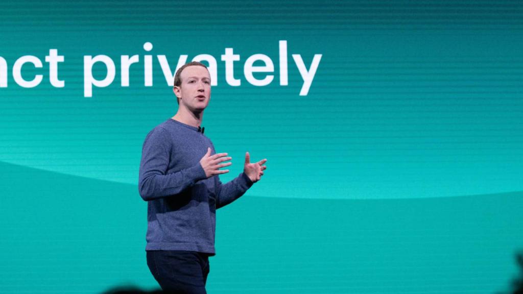 Mark Zuckerberg, el villano moderno de Bond, ahora viene por tus niños