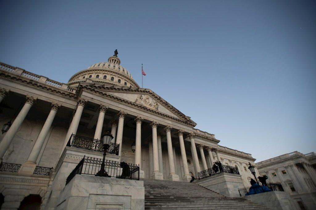 El Capitolio de EU cierra por 'una amenaza de seguridad externa'