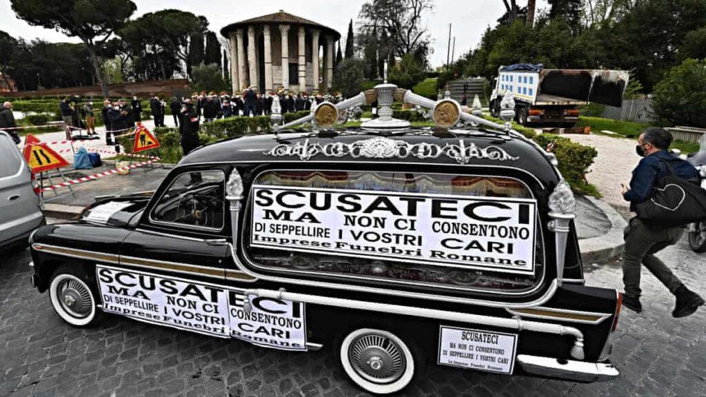 'El Covid sólo es una excusa': el escándalo de los cementerios saturados de Roma